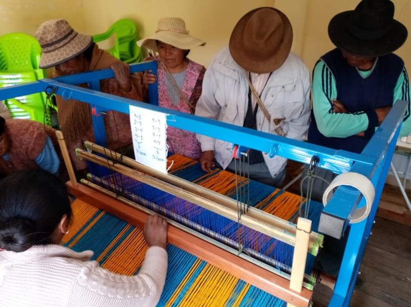 En la entrega a los hermanos en la comunidad Santiago de Huata