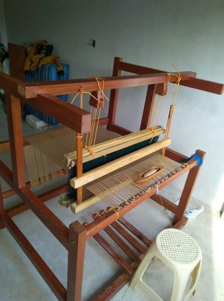 Telar artesanal de madera quina quina. Para el tejido de mantillas