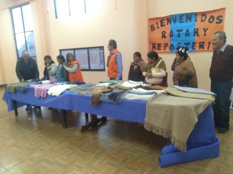 Una exposición de las prendas terminadas en Rotari. United Change. En la localidad de Quime